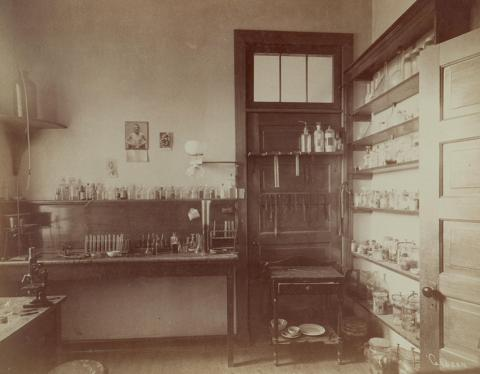 1891 clinical medicine lab